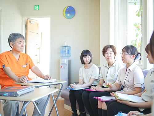 院内勉強会、症例検討・治療計画立案の実施