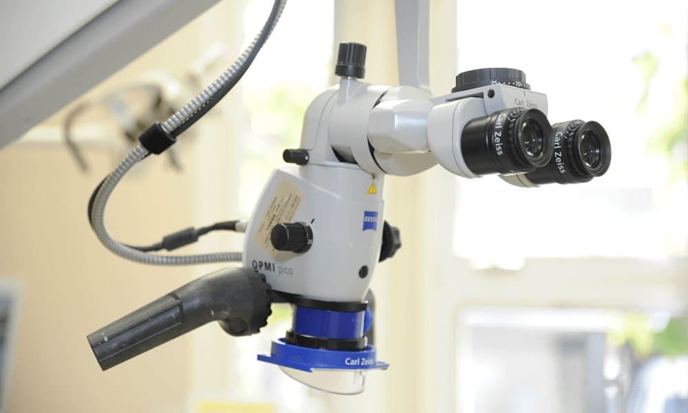 マイクロスコープ(歯科用顕微鏡)・拡大鏡による治療